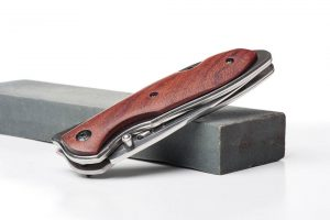 What is the Best Way to Sharpen a Pocket Knife?